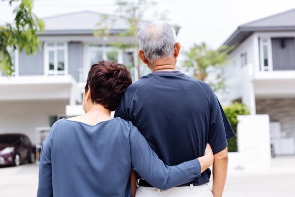 old-couple-neighborhood-house